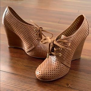 Tory Burch perforated leather wedges size 9